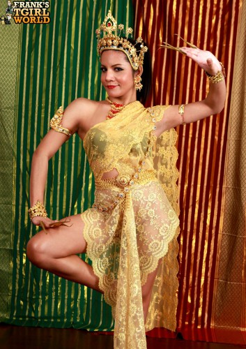 thai shemale princess dancing